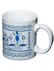 Ľudový hrnček biely - kvet modrý